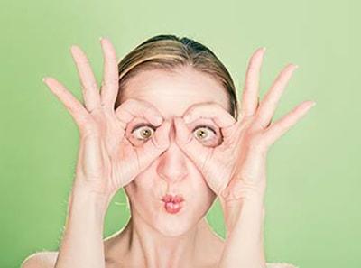 5 blogi įpročiai, kurių reikėtų atsisakyti nešiojantiems kontaktinius lęšius